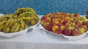 Cuba bananas and apples