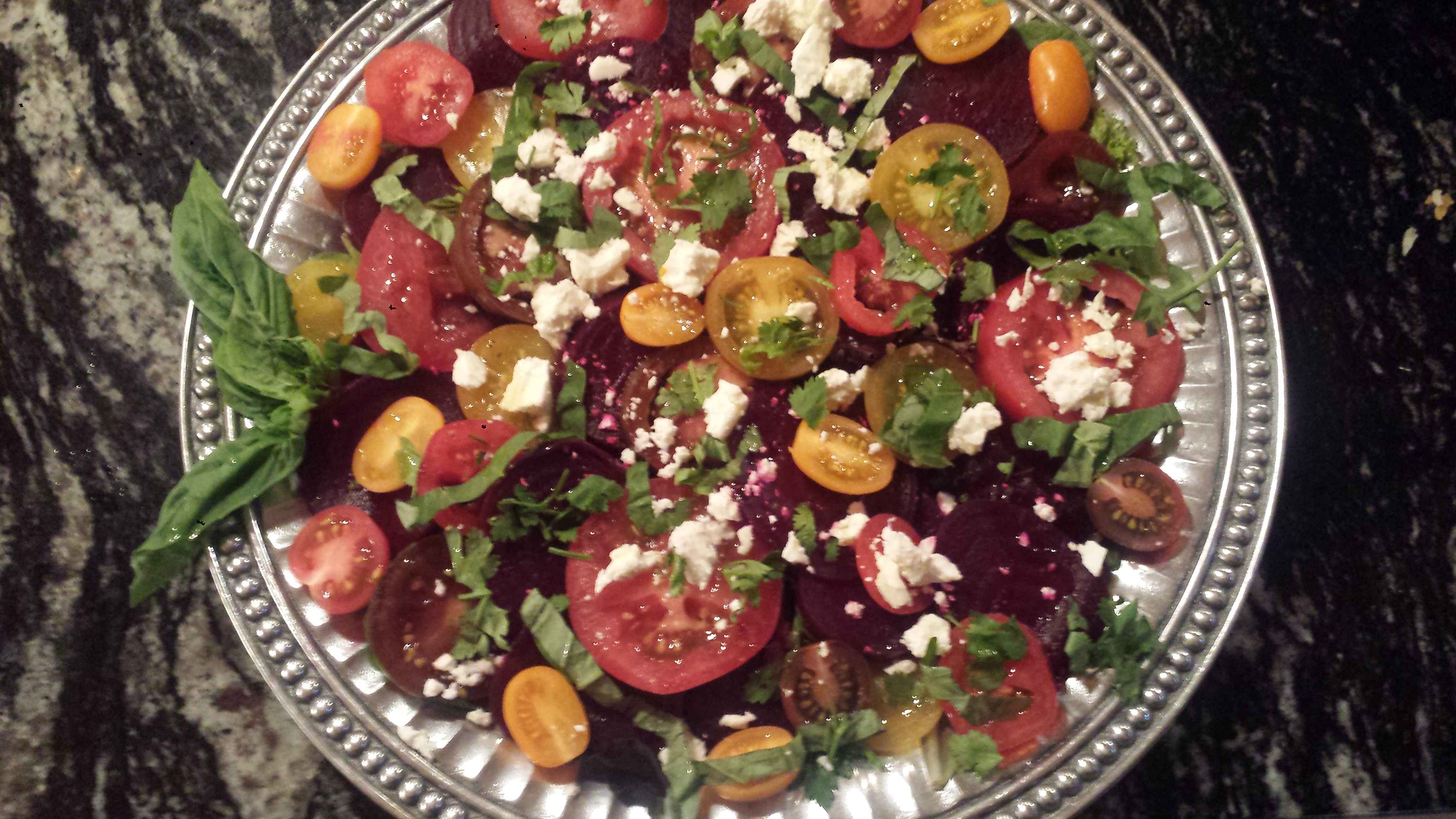 Beetroot salad with garlic: simplicity in variety